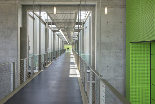 Bates Technical College -Advanced Technology Center; Tacoma, Washington / McGranahan Architects. Image © Dane Gregory Meyer