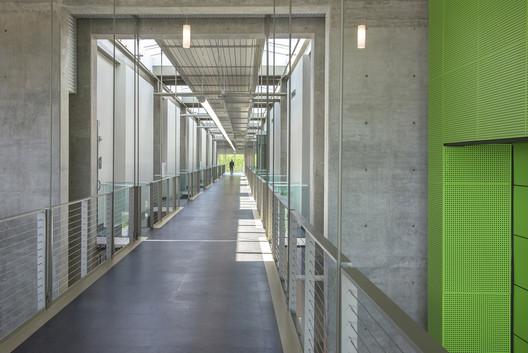 Bates Technical College -Advanced Technology Center; Tacoma, Washington / McGranahan Architects. Image © Dane Gregory Meyer