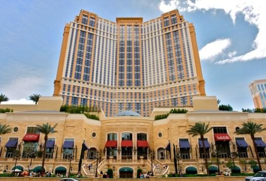 9. The Palazzo, Las Vegas ($1.9 billion). Image © <a href='https://commons.wikimedia.org/wiki/File:Palazzo_Casino,_Las_Vegas_(3479650636).jpg'>Wikimedia user Alex Proimos </a> licensed under <a href='https://creativecommons.org/licenses/by/2.0/deed.en'>CC BY 2.0</a>