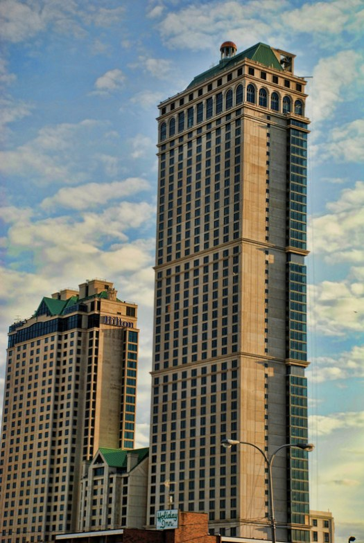 19. Niagara Falls Hilton Phase 2, Niagara Falls ($1 billion). Image © <a href='https://commons.wikimedia.org/wiki/File:Hilton_Niagara_Falls.jpg'>Wikimedia user Domenic Scaturchio</a> licensed under <a href='https://creativecommons.org/licenses/by/2.0/deed.en'>CC BY 2.0</a>