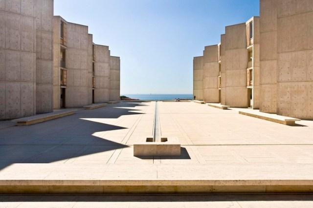 4 Princípios artísticos que podem ajudar a fazer uma arquitetura melhor, Instituto Salk / Louis Kahn. Imagem © <a href='https://www.flickr.com/photos/naq/2337744981/' data-recalc-dims=