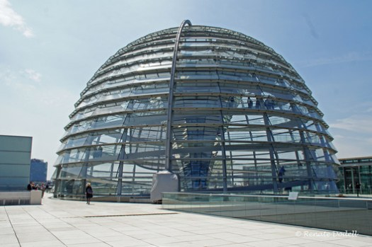 Reichstag / Norman Foster. Image<a href='https://www.flickr.com/photos/dorena-wm/4751295490/in/photostream/'>© Renate Dodell via Flickr </a> Licença CC BY-ND 2.0
