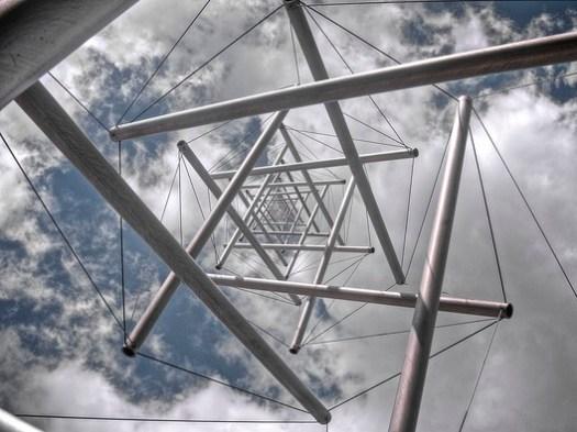 Neddle Tower <a href='https://www.flickr.com/photos/shonk/10988340305/in/photolist-hK17Kc-bqZB6j-bDUxS8-aN5E7k-LUYyk-gvYi8C-7hWdv4-7hW4eV-7hW2HK-9eUecL-9eUeeW-pqcJ3R-4e7qQK-22oKGZQ-9fevBy-3vEwD-c98SUq-7ehrdz-cdL4NJ-6jgLfK-6jgMaX-jNr8pe-23tprhr-Gdv9SP-eBTha6-7dJj1C-6c1hnk-7cEmjz-77pwHv-7r37aH-6EsM3o-mzsV-9wKnxw-bz6KnE-Z5ouWC-9iGN54-wv9u2n-Xc2bDP-63KGHV-2tDHgo-7amUVH-7aqG7h-2tzkv6-6Fbbbp-9wKnzd-fVceeu-qTyYEX-9nzDBL-9nyCSC-9nzDCm'>© Clayton Shonkwiler via Flickr </a> Licence CC BY 2.0