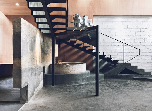 %E6%A5%BC%E6%A2%AF%E4%B8%8E%E6%B0%B4%E6%B1%A0%E5%8C%BA_Staircase___Pond CAL Architects Studio / CAL Architects Architecture