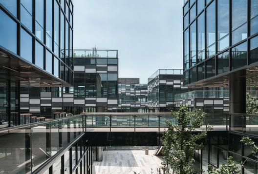 DSC01269 The New Bund World Trade Center - Phase 1 / Benoy Architecture