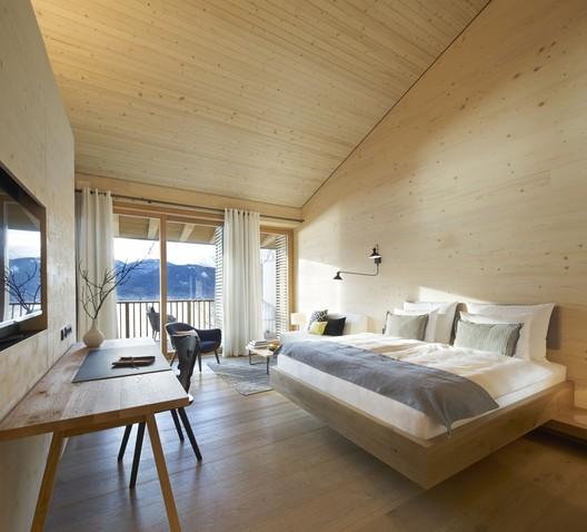01_DAS_TEGERNSEE_Alpenchalets_(3) Alpine Chalets / landau+kindelbacher Architekten Innenarchitekten Architecture