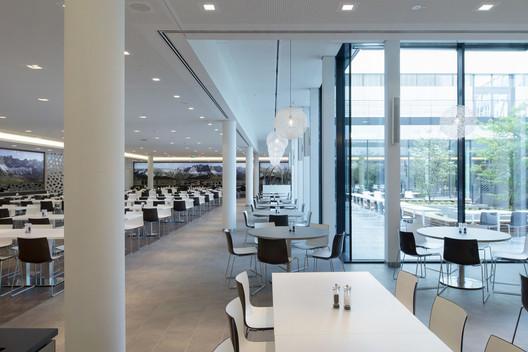 490_CH_07 Canteen for Rohde & Schwarz / landau+kindelbacher Architekten Innenarchitekten Architecture