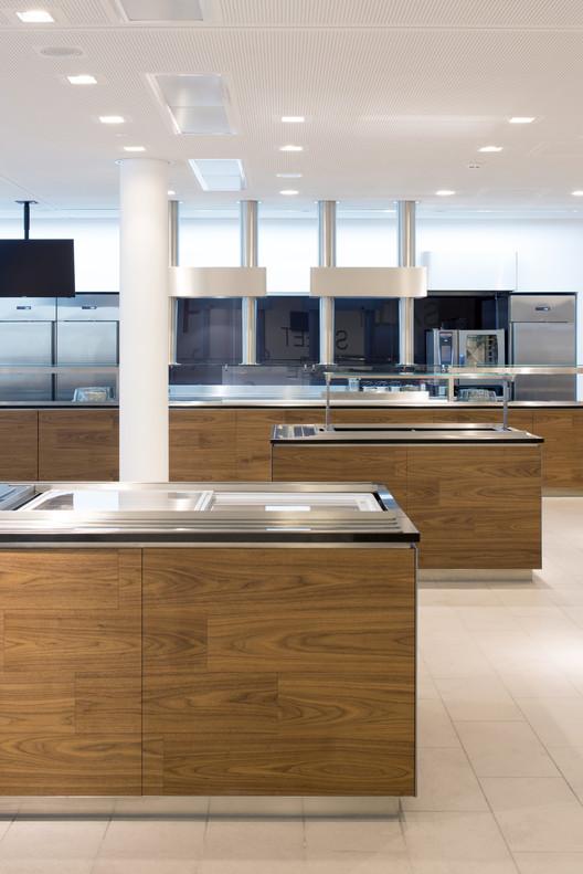 490_CH_18 Canteen for Rohde & Schwarz / landau+kindelbacher Architekten Innenarchitekten Architecture