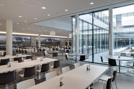 490_CH_23 Canteen for Rohde & Schwarz / landau+kindelbacher Architekten Innenarchitekten Architecture