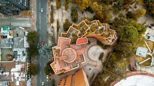 Las Torres del Parque, designed by Rogelio Salmona. Image © Camilo Monzón