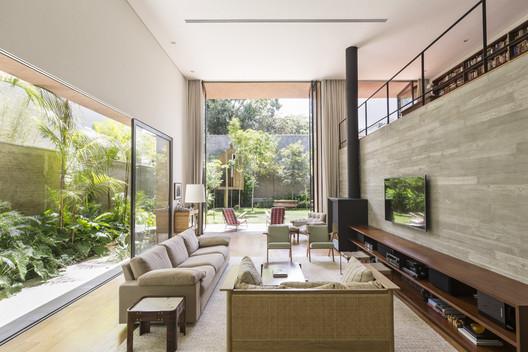6 Pinheiros House / Felipe Hess Arquitetos Architecture