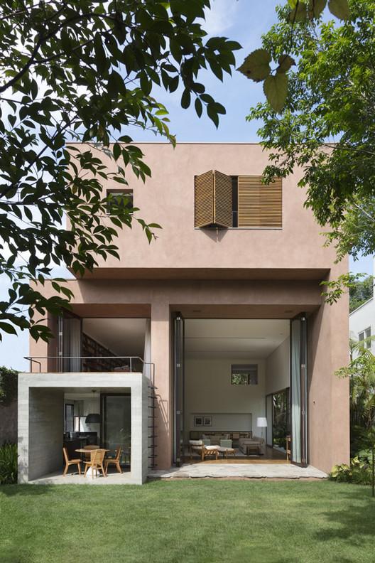 feature_image Pinheiros House / Felipe Hess Arquitetos Architecture