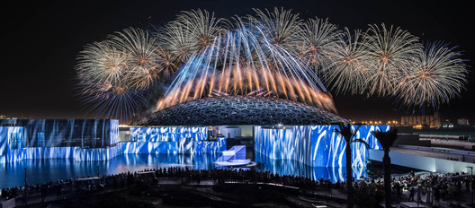 """""""Vives réflexions, museum reflections,"""" multimedia and pyrotechnic show for the grand opening of Louvre Abu Dhabi, Abu Dhabi 2017. Artistic direction: Christophe Berthonneau, Groupe F. Image © N. Chavance, Groupe F"""