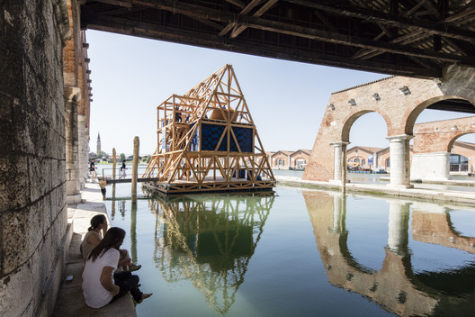 The second incarnation of the Makoko Floating School in Venice, which won the Silver Lion at the 2016 Venice Biennale. Image © Laurian Ghinitoiu