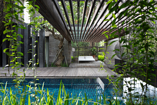MWP_0418-Edit A Box in Disguise / Wahana Architects Architecture