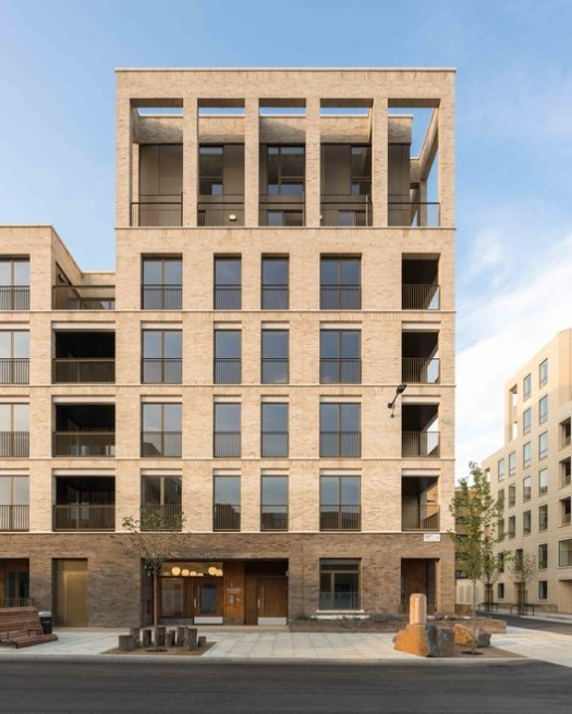 Kings Crescent Estate Phases 1 and 2 / Karakusevic Carson Architects and Henley Halebrown. Image © Peter Landers
