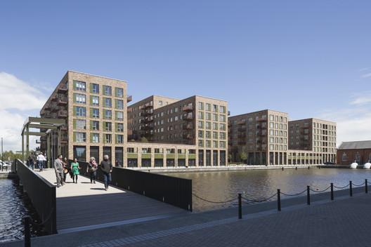 Royal Albert Wharf Phase 1 / Maccreanor Lavington. Image © Tim Crocker