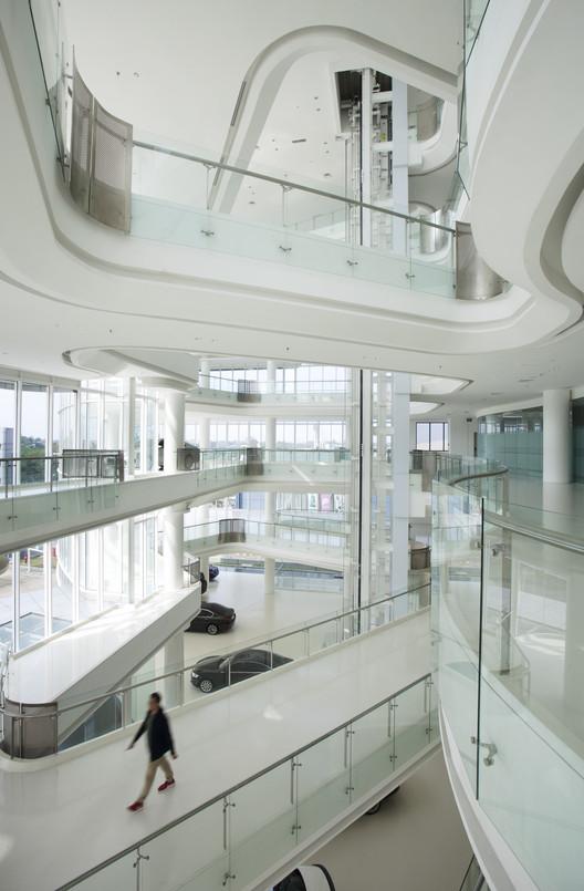 Automotive_gallery_11 Andalan Automotive Gallery and Office / Studio SA_e + Sindhu Hadiprana Design Consultant Architecture