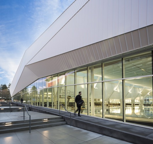 UBC14 UBC Aquatic Centre / MJMA + Acton Ostry Architects Architecture