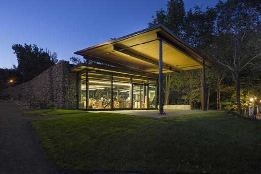 42326-main_2263-2_42326_sc_v2com Visitor Center for Seigneurie-des-Aulnaies / Anne Carrier architecture Architecture