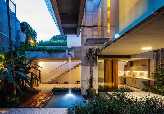 Casa de fim de semana em São Paulo / spbr arquitetos. Image © Nelson Kon