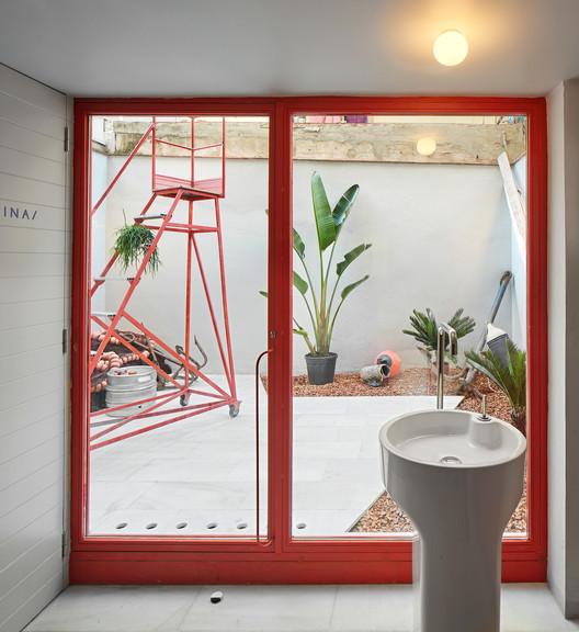 F_JosC%CC%A7_Hevia_(16) Refurbishment of Bar El Villa - Vermuteria del Mar / AMOO | Aureli Mora + Omar Ornaque Architecture