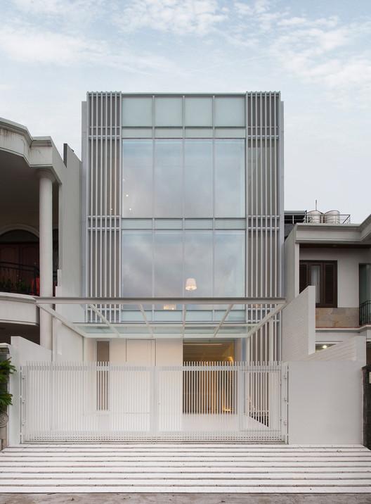 House_13_-_1_Front_Elevation House 13 / INSADA Architecture