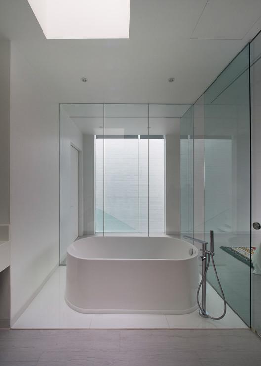 House_13_-_17_Master_Bathroom House 13 / INSADA Architecture