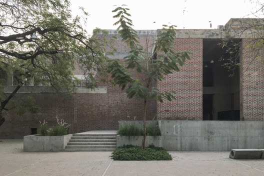 """copyright_laurianghinitoiu_b.v.doshi_ceptuniversity_onlyinstagram_(1_of_7) The """"Four Pillars"""" of B.V. Doshi: Why All Architects Can Learn From the 2018 Pritzker Laureate Architecture"""