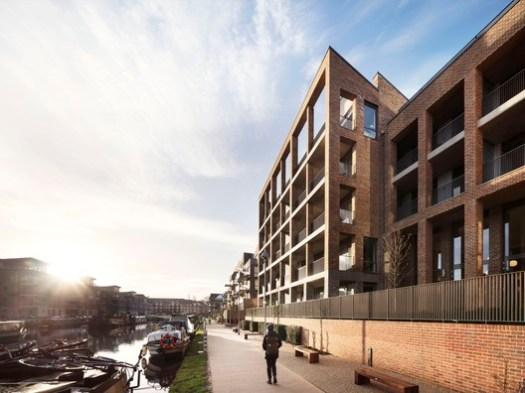 Brentford Lock West Block E / Mae. Image © Rory Gardiner