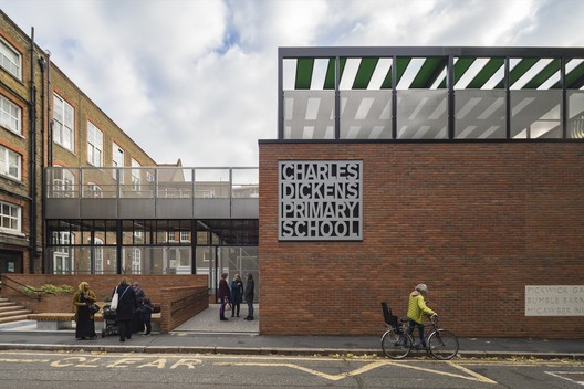Charles Dickens School / Maccreanor Lavington. Image © Tim Crocker