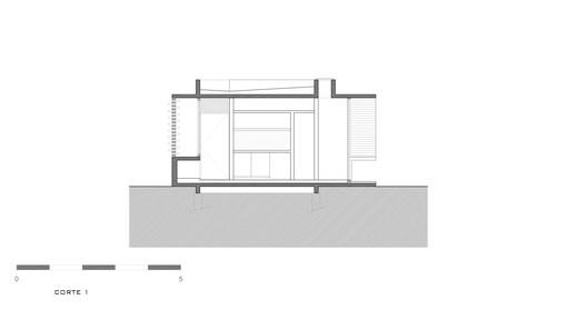 Casa-suburbana-corte-1 Suburban House / Besonias Almeida Arquitectos Architecture