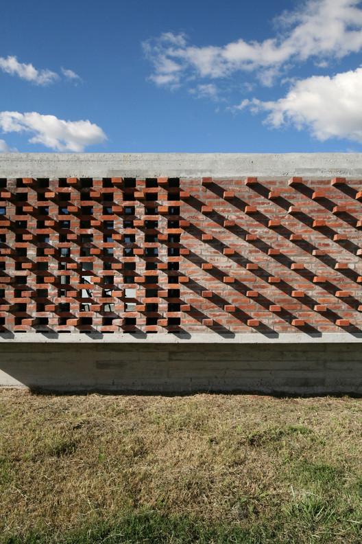 06_Casa_Suburbana_-_Fotos_Besoni%CC%81as_Almeida Suburban House / Besonias Almeida Arquitectos Architecture
