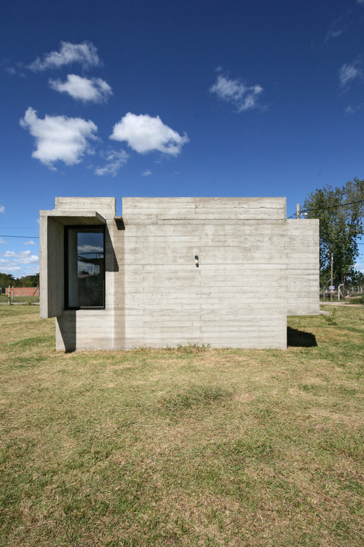 08_Casa_Suburbana_-_Fotos_Besoni%CC%81as_Almeida Suburban House / Besonias Almeida Arquitectos Architecture