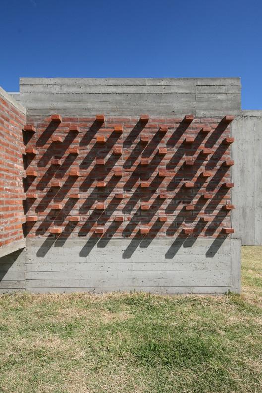 10_Casa_Suburbana_-_Fotos_Besoni%CC%81as_Almeida Suburban House / Besonias Almeida Arquitectos Architecture