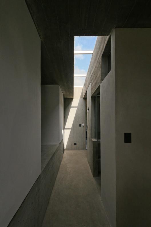 14_Casa_Suburbana_-_Fotos_Besoni%CC%81as_Almeida Suburban House / Besonias Almeida Arquitectos Architecture