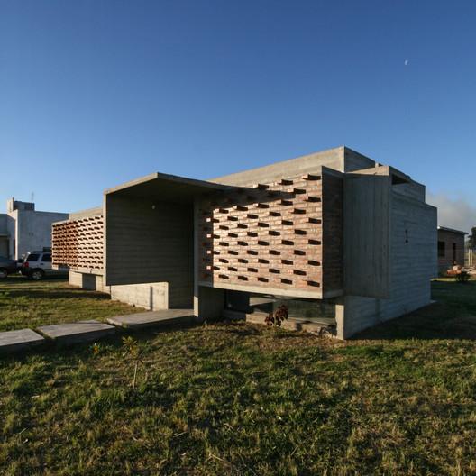 17_Casa_Suburbana_-_Fotos_Besoni%CC%81as_Almeida Suburban House / Besonias Almeida Arquitectos Architecture