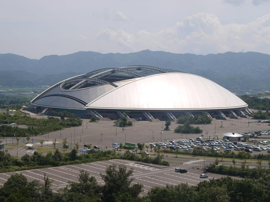 © <a href='https://commons.wikimedia.org/wiki/File:OitaStadium1.JPG'>Wikimedia user 大分帰省中</a> licensed under <a href='https://creativecommons.org/licenses/by-sa/3.0/'>CC BY-SA 3.0</a>