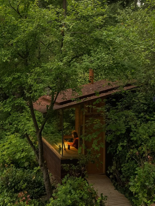 Studio / Bunkhouse / Cutler Anderson Architects. Image © Art Grice