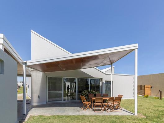 Casa_Inclompleta_WEB_%C2%A9_Ramiro_Sosa_(20) Incomplete House / estudio relativo Architecture