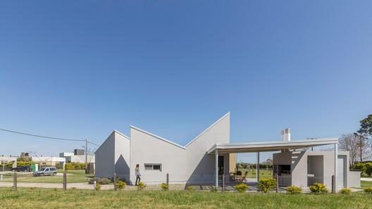 Casa_Inclompleta_WEB_%C2%A9_Ramiro_Sosa_(27) Incomplete House / estudio relativo Architecture