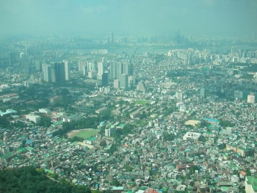 © <a href='https://commons.wikimedia.org/wiki/File:Seoul_City_from_Seoul_Tower_서울_-_panoramio.jpg'>Foxy Who \(^∀^)/</a> licensed under <a href='https://creativecommons.org/licenses/by-sa/3.0/'>CC BY-SA 3.0</a>