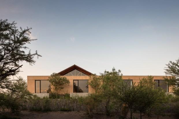 Casa Moulat / Centro de Colaboración Arquitectónica . Image © Luis Gallardo - LGM