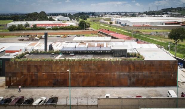 """Planta y oficinas Doxsteel Fasteners Manufacturing México"""" / Vieyra Arquitectos . Image"""