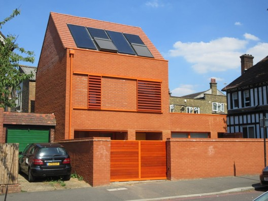 20 Amblieside Avenue, London / Pace Jefford Moore Architects. Image via Building Design