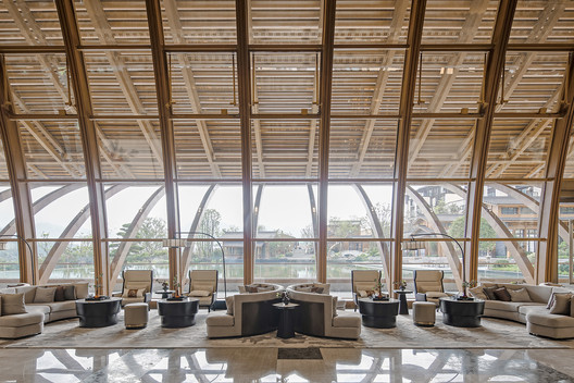 Highly transparent interior space. Image © SCHRAN Architectural Photography