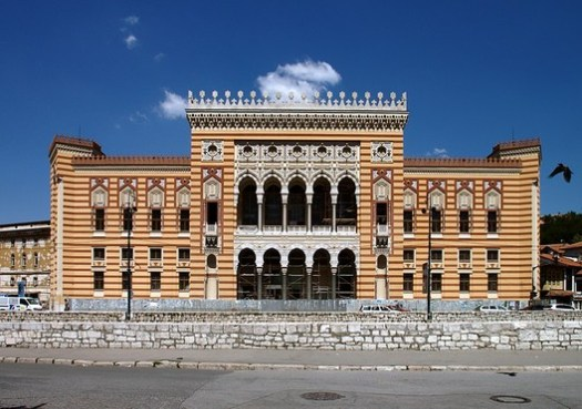 Sarajevo City Hall. Image Courtesy of Wikimedia User Чаховіч Уладзіслаў CC BY SA 3.0