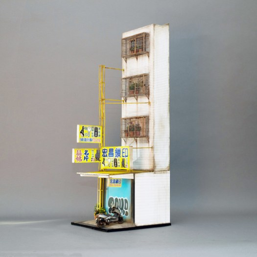 <a href=https://www.plataformaarquitectura.cl/cl/885018/edificio-hiperrealistas-que-caben-en-tu-escritorio'>Surreal buildings that fit on your desk</a>. Image © © Ben Neale para Joshua Smith