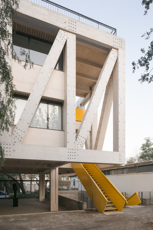 UC Architecture School Building (Santiago , Chile) / Gonzalo Claro