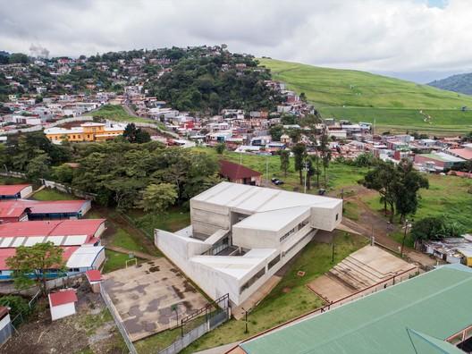 Centro_de_Desarrollo_Humano_de_Tirrases_02_-_a Tirrases Human Development Center / Luis Diego Barahona Architecture